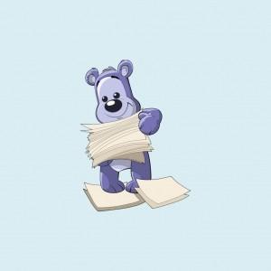 Bamseven står med en stak papirer og smiler.