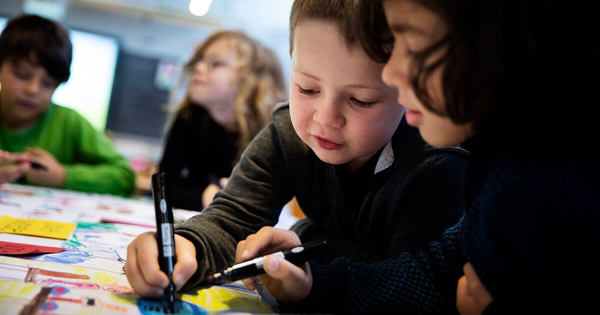 To drenge i fælles koncentration om skoleopgave