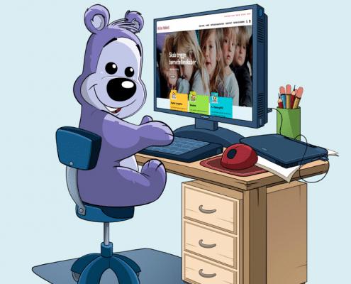 Bamseven sidder ved computeren og er på friformobberi.dk